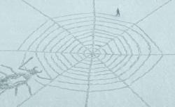 降り積もった雪に巨大なクモの巣が出現、ある男性が足だけで描く