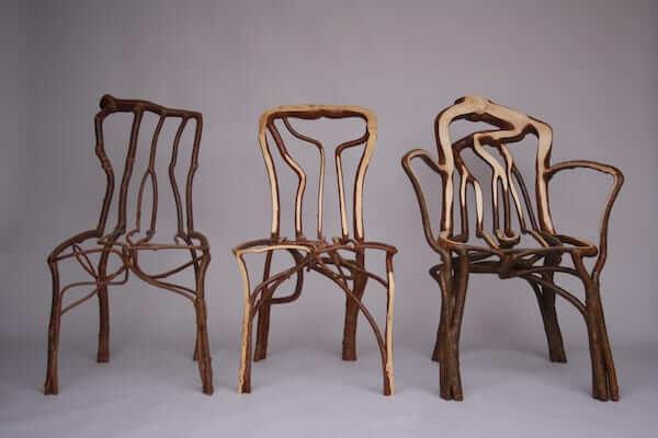 椅子の形に合わせて木を育てる…英でユニークな家具を販売中