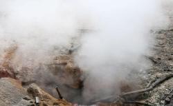 露で陥没した道路から熱湯が噴出、車内の男性らが生きたまま茹でられ死亡