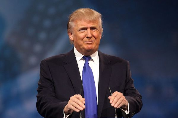 トランプ大統領が15回流さないと流れないトイレに不満、環境保護基準を変更か