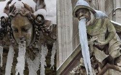 氷のイタズラ!盛大に吐く石像たちの写真が面白すぎる