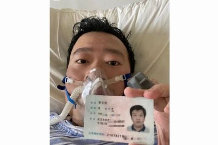 新型ウイルスに警鐘を鳴らした中国人医師、偽情報の拡散者として警告を受けていた