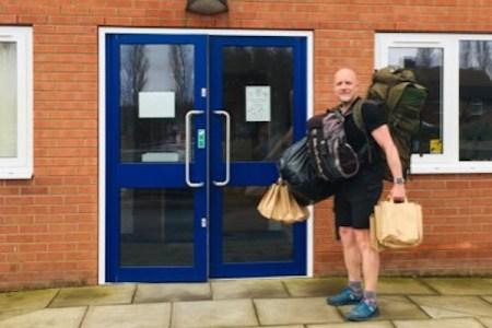 【イギリス】ロックダウンの中、学校の先生が貧困児童78名に無料の給食を徒歩で届ける