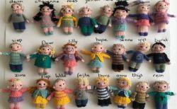 【オランダ】休校中、生徒に会えない先生が編んだ、クラス23人の人形が可愛い