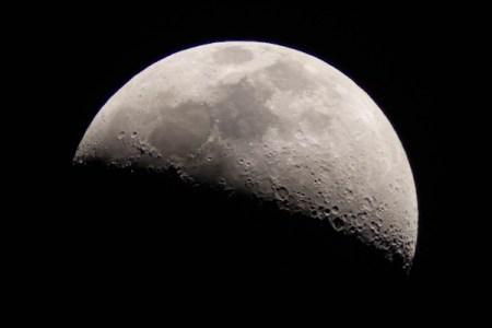 月面上に眠る「人類の知識」ウィキペディアの完全コピー、その場所は誰にもわからず