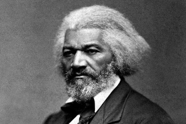白人らによる報復か?米に建立された黒人活動家の像が引き倒される