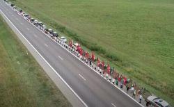 ベラルーシのデモを支援するため、リトアニアで32kmもの「人間の鎖」が作られる