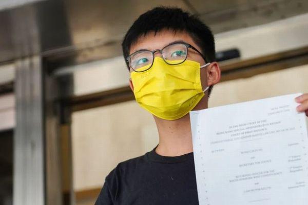 香港民主派の活動家・黄之鋒氏逮捕、1年前のデモに参加した容疑