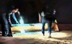 ユタ州で消えたモノリス、男たちが運び出すのを写真家が目撃【動画】