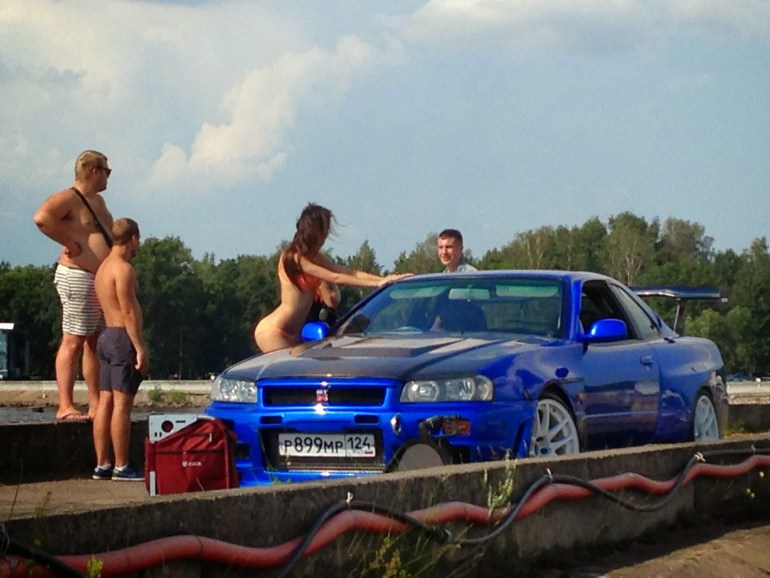 russian model and rally car