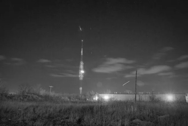 WLW's diamond-shaped Blaw-Knox radio tower at night (Original photo by RP Piper via Creative Commons)