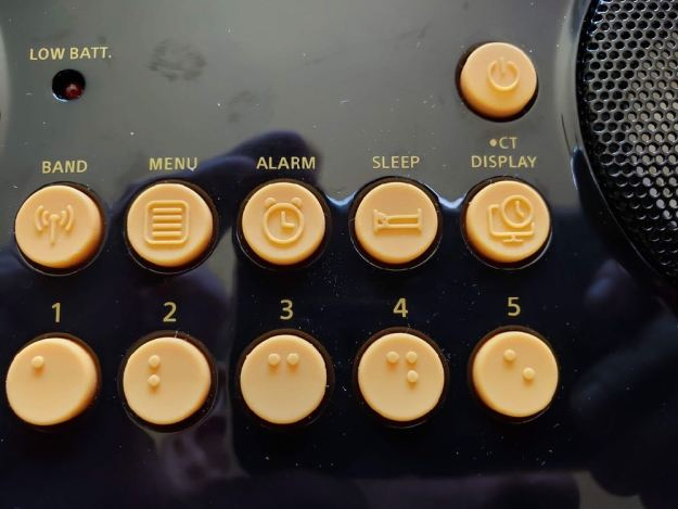 Image of the PR-D17 tactile preset keys with Braille.