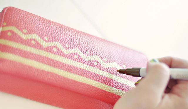 DIY chevron painted leather wallet 6