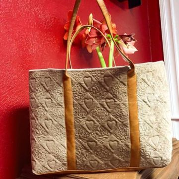 1702 laura carnley quilted diamonds tote bag