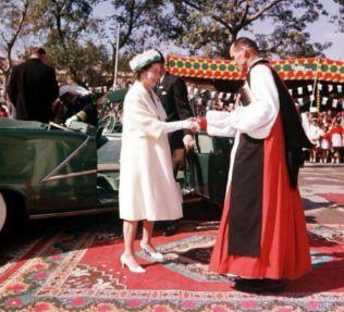 queen-at-church-in-pakistan
