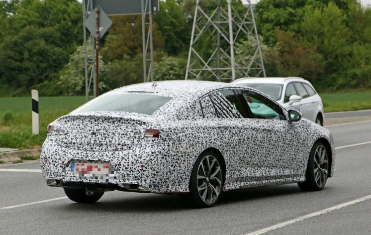 is-this-the-all-new-opel-insignia-opc-vxr-undergoing-testing_9