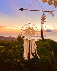 dream catcher in front of an ocean sunset above pic paradis