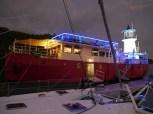 ME vor dem beleuchteten Feuerschiff