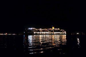 Costa Mediterranea bei Nacht