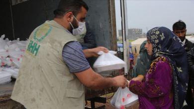 صورة الإغاثة التركية.. توزع وجبات إفطار على نازحين شمالي سوريا