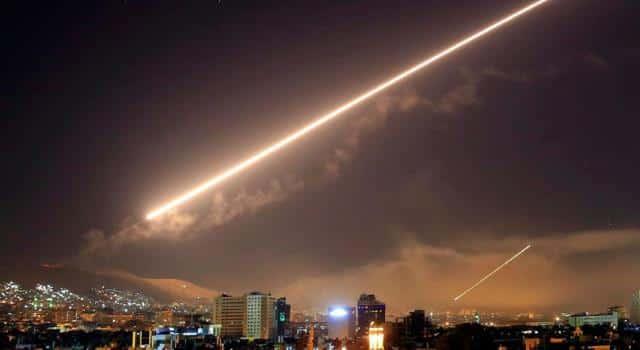 لقصف إسرائيلي - بالفيديو ..النظام السوري يعلن التصدي لقصف إسرائيلي بمحيط دمشق