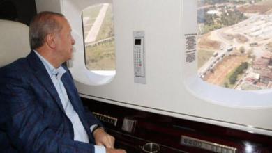 صورة أردوغان يتفقد جوًّا مستشفيات قيد الإنشاء بإسطنبول