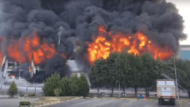 صورة شاهد الحريق الضخم الذي التهم أحد المصانع.في إسطنبول