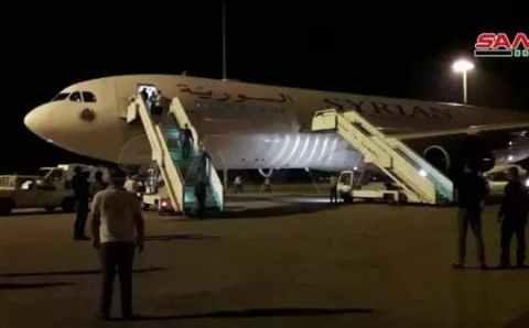 ماسبب هبوط طائرة.. من الإمارات إلى دمشق في منتصف الليل