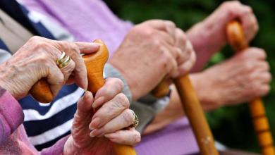 صورة الأوقات المسموح فيها للمسنين الخاضعين للحجر الصحي بالتجول
