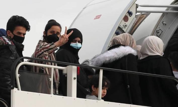 ".jpg - بريطانيا تستقبل 50 لاجئًا من اليونان أُجلت رحلتهم بسبب ""كورونا"""