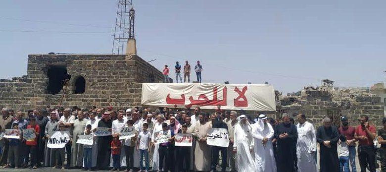 3 e1590153167683 - خلال وقفة احتجاجية.. أهالي درعا البلد يطالبون بخروج مليشيات إيران