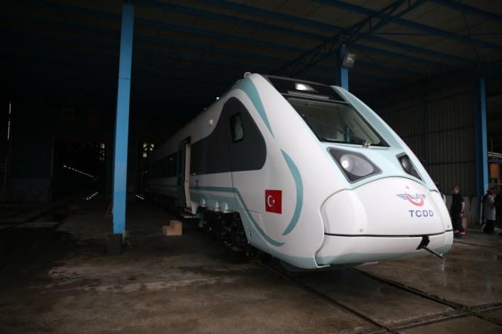 21776386 - تركيا..تطلق أول قطار كهربائي محلي الصنع..(صورة)