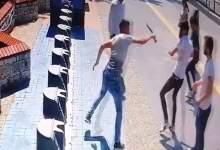 Photo of تلقى شاب سوري طعنة بسكين أصابته إصابة خطرة من شاب تركي بسبب طلب سيجارة
