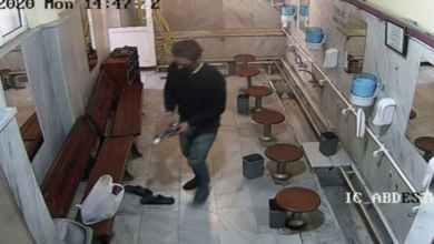 صورة سرقة من نوع جديد سجلته كاميرا مراقبة في مسجد بإسطنبول