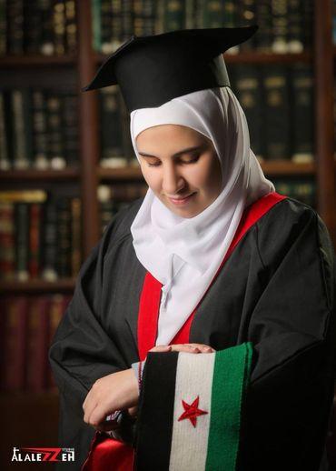 .jpg - طالبة السورية سارة أحمد عطري في الأردن تحصل على المرتبة الأولى وتحرج نظام الأسد