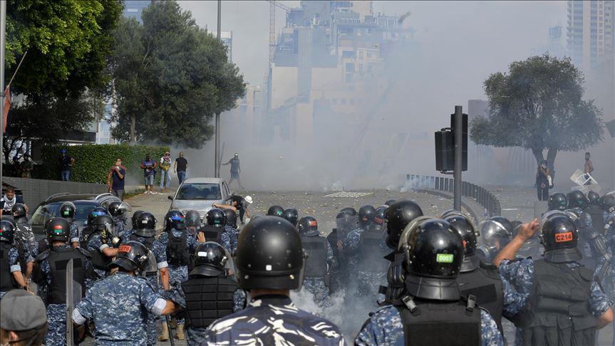 إصابات بين الشرطة و المتظاهرين في وسط بيروت