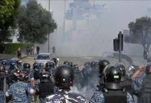 صورة إصابات بين الشرطة و المتظاهرين في وسط بيروت