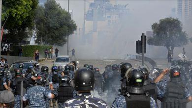 Photo of إصابات بين الشرطة و المتظاهرين في وسط بيروت