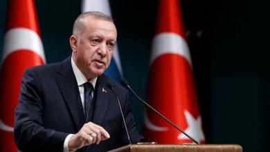 صورة أردوغان يطمئن مواطنيه بشأن الوضع الاقتصادي ويؤكد: أسباب انخفاض الليرة لن تبقى طويلاً – Mada Post