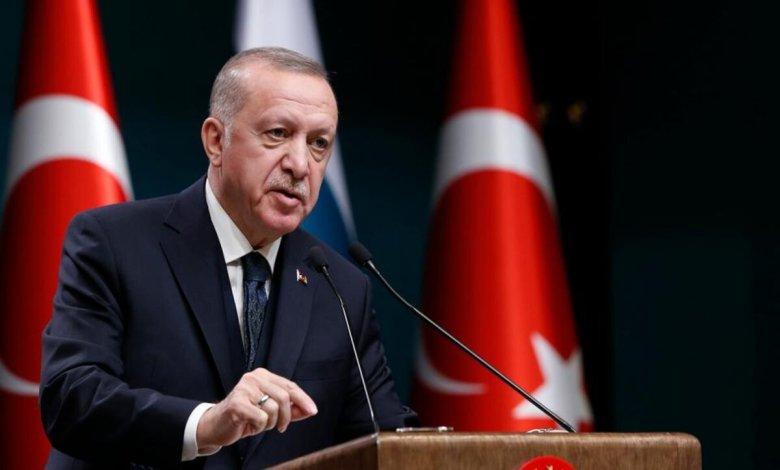 صورة رجب طيب أردوغان يهـ.ـاجـ.ـم أمريكا ويتـ.ـوعد بعمـ.ـل عسكـ.ـري جديد