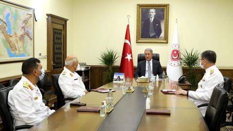 1600096056 8846998 5417 3050 54 427 - وزير الدفاع التركي يستقبل قائد القوات البحرية الليبية بأنقرة