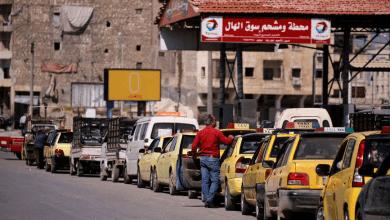 صورة طوابير الذل في المحطات.. وصهاريج البنزين اللبناني إلى سوريا