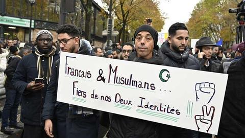 """1600796844 8927485 854 481 4 2 - مشروع قانون """"مكافحة الأفكار الانفصالية"""" يقلق المسلمين بفرنسا"""