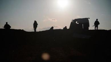 صورة رغم قانون قيصر.. YPG الإرهابي يواصل إمداد النظام السوري بالنفط