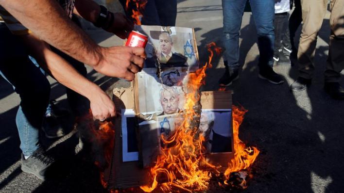 عشرات آلاف الإسرائيليين يتظاهرون للمطالبة باستقالة رئيس الوزراء بنيامين نتنياهو وحكومته