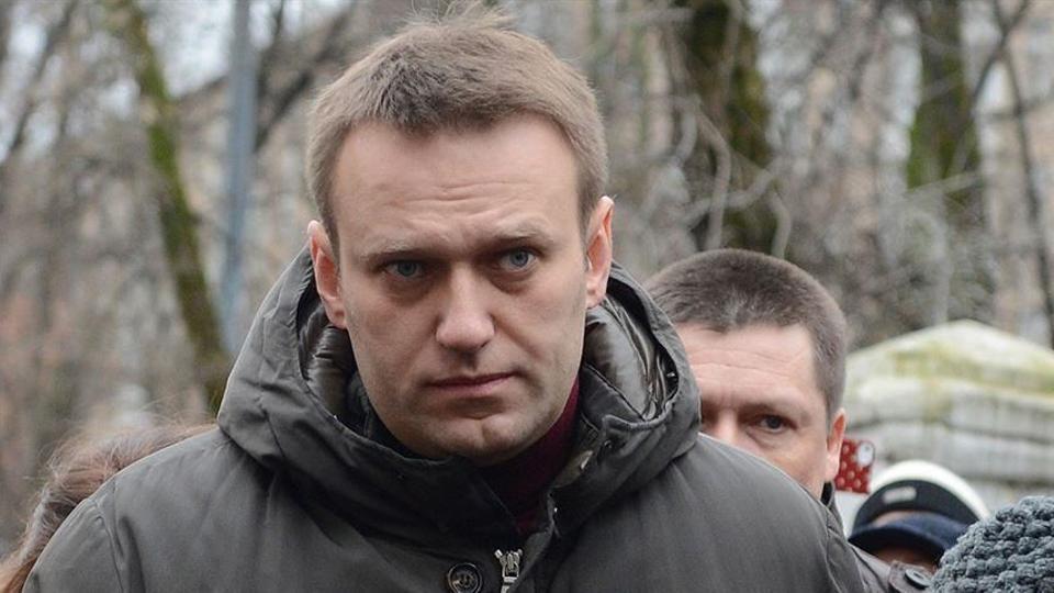 أليكسي نافالني (45 عاماً) ناشط محارب للفساد وأحد أشد معارضي الرئيس الروسي فلاديمير بوتين