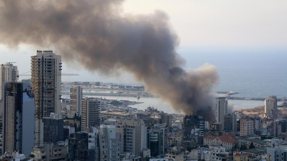 رئيس حكومة تصريف الأعمال اللبناني حسان دياب يطالب بتحقيق سريع حول الحريق الذي نشب أمس في مرفأ بيروت