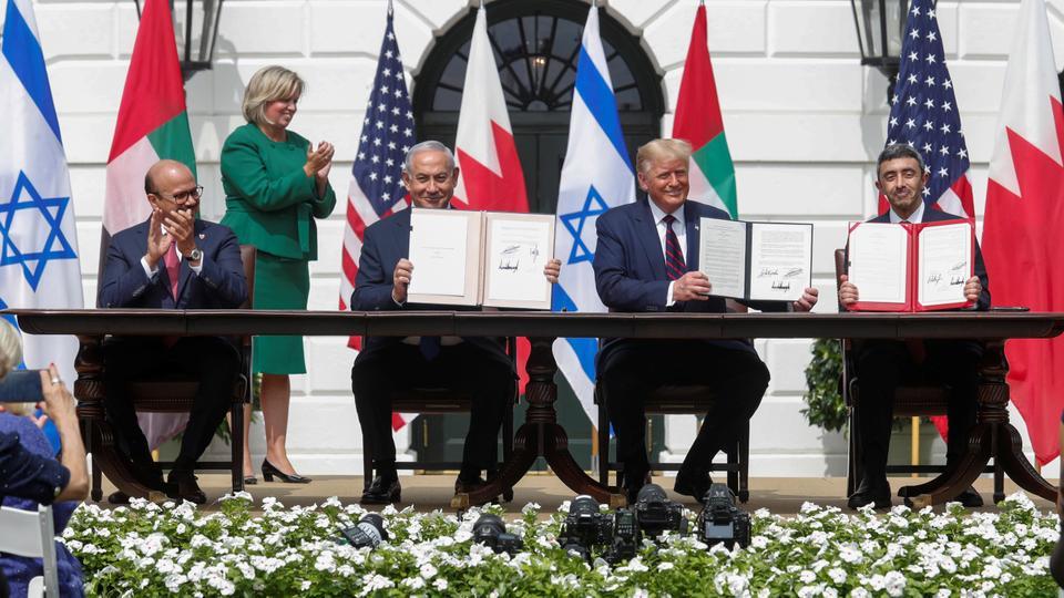 ترمب يرى في اتفاق التطبيع الذي أنجزه بين الإمارات والبحرين مع إسرائيل منجزاً على صعيد السياسة الداخلية