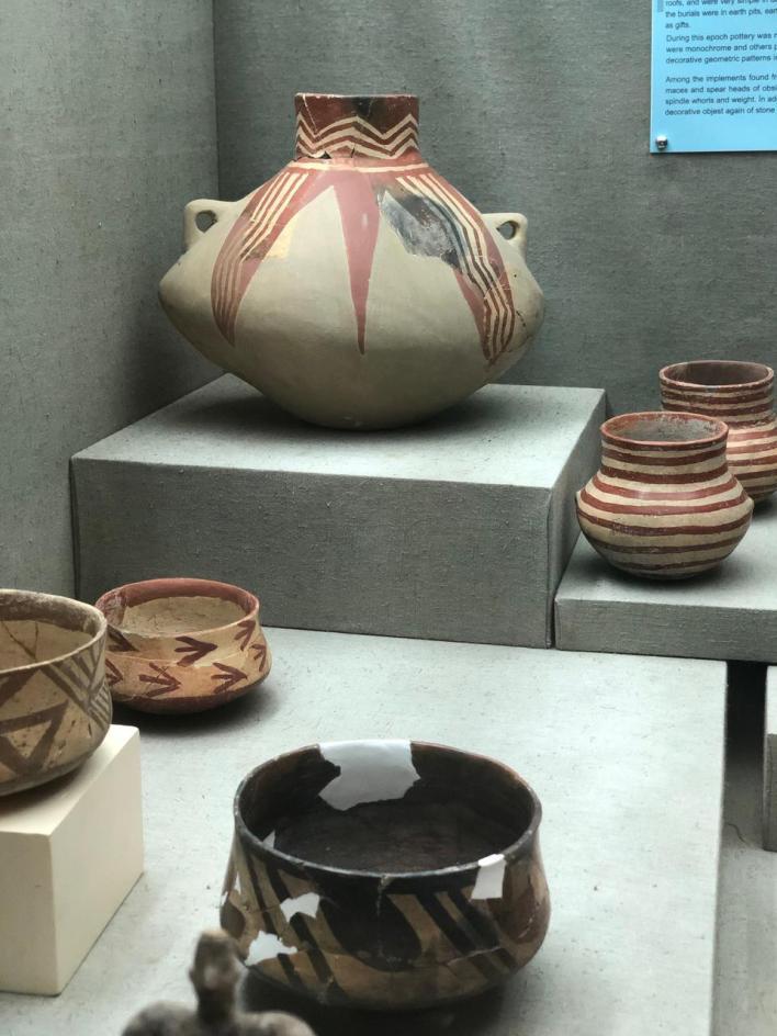 يضمّ متحف أنطاليا قطع فخار نادرة تعود إلى العصر اليوناني مثل الأواني والقوارير القديمة