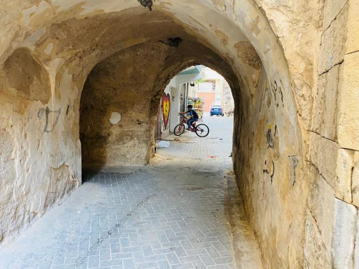 نلاحظ وجود سباطين باقيين إلى الآن وهما سباطا كساب والعلمي واللذان يعود تاريخ بنائهما إلى أكثر من 400 عام